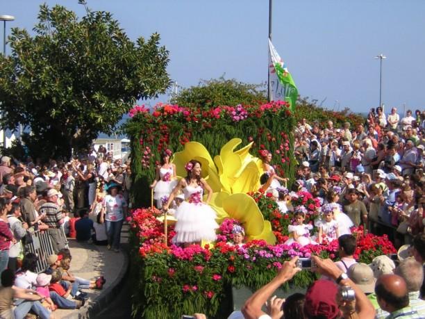 Blumenfest auf Madeira mit Blumenkorso